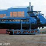WALTERSHOF an dem Transport in die Werfthalle _1
