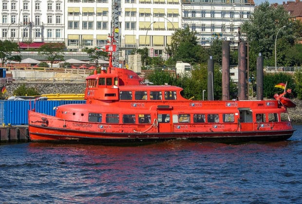 Die ehemalige HADAG-Hafenfähre TONNDORF in Hamburg