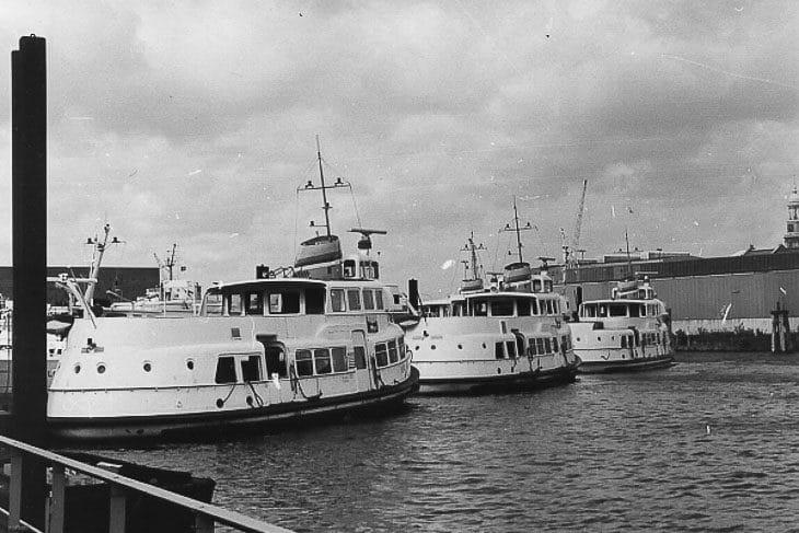 Bei den ersten Typschiffen der HADAG wurden die Toiletten im Heck eingebaut - erkennbar an den Bullaugen