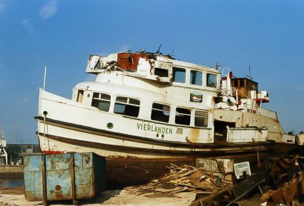 HADAG-Hafenfähre VIERLANDEN 1986 bei der Verschrottung in Hamburg