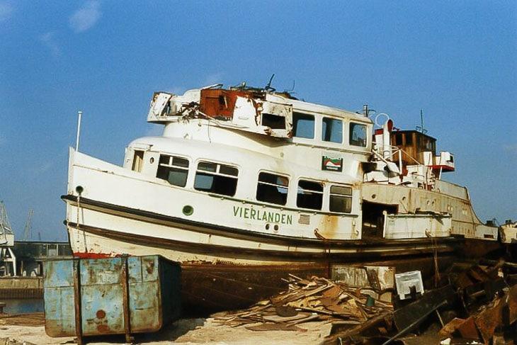 Das HADAG-Typschiff VIERLANDEN hatte kein langes Leben: Nach gerade einmal 30 Jahren wurde die Fähre 1986 in Hamburg zerlegt. Die Reederei musste ihre Flotte aus Kostengründen dringend reduzieren (Copyright:Christoph Podloucky)