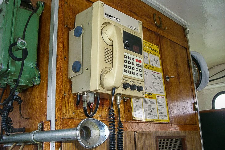 Telefon und Sprechrohrverbindung in den Maschinenraum auf der ehemaligen HADAG-Fähre ALTENWERDER