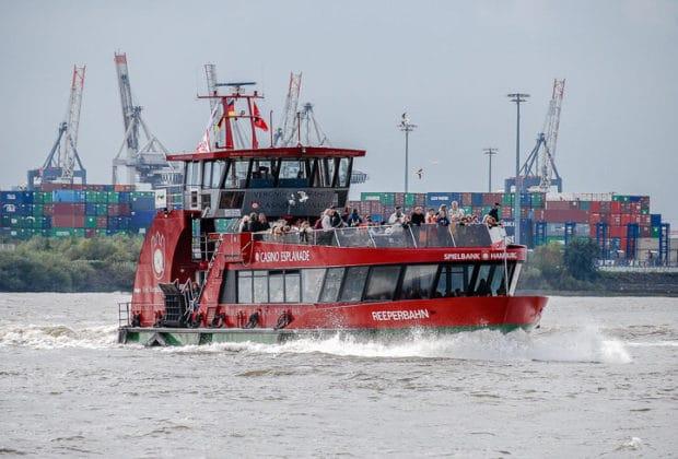 HADAG-Hafenfähre REEPERBAHN in Hamburg
