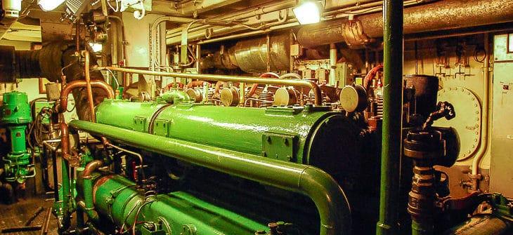 Hauptmaschine der HADAG-Hafenfähre KIRCHDORF