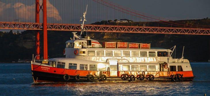Die ehemalige HADAG-Hafenfähre VOLKSDORF als MARVILA in Lissabon