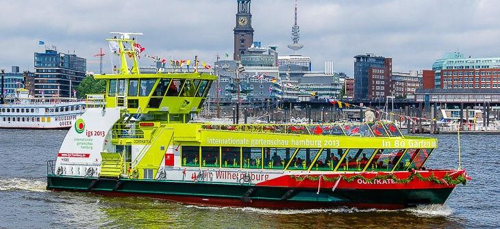 HADAG-Hafenfähre OORTKATEN auf Tauffahrt in Hamburg (Copyright: Christian Hinkelmann)