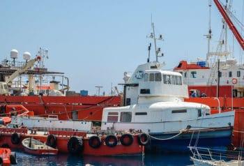 Die ehemalige HADAG-Hafenfähre ALTONA mit abgetrennten Aufbauten auf Zypern