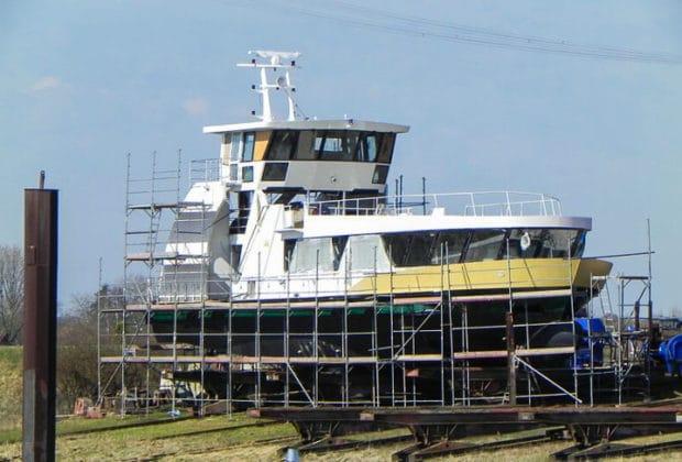 HADAG-Hafenfähre HAMBURGENSIE auf der Baufwerft in Oortkaten