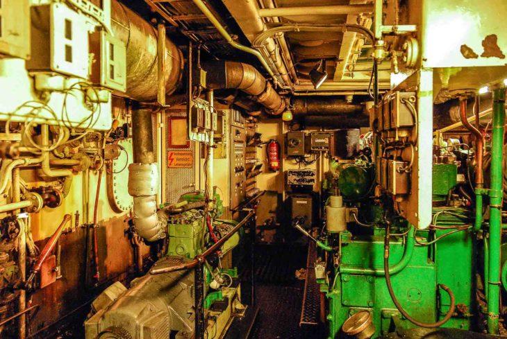 Maschinenraum der HADAG-Fähre KIRCHDORF