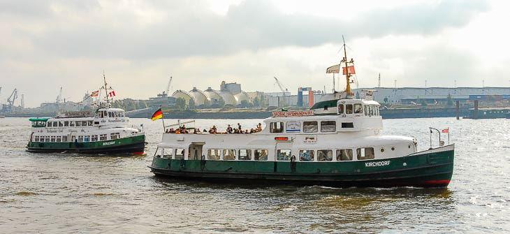 Artikelheader_Zwei alte Hafenfähren im Hamburger Hafen (Copyright: Christian Hinkelmann)
