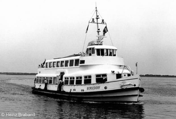 Die HADAG-Hafenfähre BERGEDORF im Jahr 1972 in Hamburg