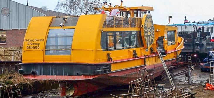 HADAG-Fähre WOLFGANG BORCHERT auf einer Werft (Foto: Michael Schleef)