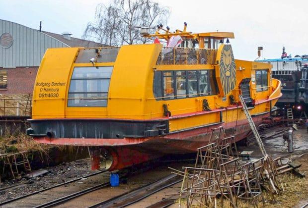 HADAG-Hafenfähre WOLFGANG BORCHERT auf einer Werft