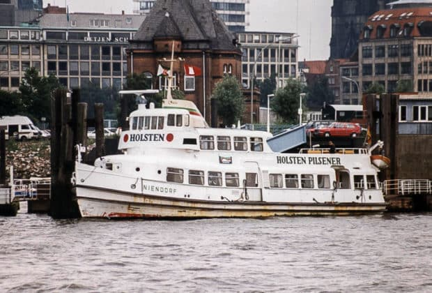 Die ehemalige HADAG-Hafenfähre NIENDORF 1991 in Hamburg