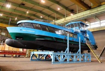 HADAG-Hafenfähre WALTERSHOF in der Werfthalle der Pella Sietas GmbH am 08.11.2014